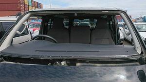 本日は トヨタ ハイエース フロントガラス交換です!